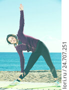 Happy girl exercising on exercise mat. Стоковое фото, фотограф Яков Филимонов / Фотобанк Лори