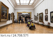 Купить «Visitors to the hall of the famous Russian artist Repin in the Tretyakov Gallery, Moscow, Russia», фото № 24708571, снято 8 июня 2016 г. (c) Наталья Волкова / Фотобанк Лори