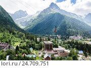 Купить «Посёлок Домбай на фоне гор», фото № 24709751, снято 12 июля 2015 г. (c) Выскуб Анна / Фотобанк Лори