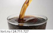 Купить «SLOW MOTION: Beverage flows in a glass from a bottle - close up», видеоролик № 24711727, снято 16 декабря 2016 г. (c) Евгений Киблер / Фотобанк Лори