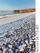 Купить «Берег озера Байкал в декабре. Песчаный пляж покрыт ажурной ледяной корочкой», фото № 24713451, снято 17 декабря 2016 г. (c) Виктория Катьянова / Фотобанк Лори