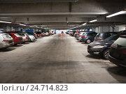 Купить «Автомобильный крытый паркинг торгового центра», фото № 24714823, снято 17 декабря 2016 г. (c) Кекяляйнен Андрей / Фотобанк Лори
