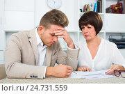 Man consults at the familiar ordinary lawyer. Стоковое фото, фотограф Яков Филимонов / Фотобанк Лори