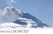 Купить «Извержение Ключевского вулкана в Камчатском крае», видеоролик № 24743727, снято 22 апреля 2018 г. (c) А. А. Пирагис / Фотобанк Лори