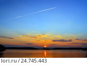 Купить «Самолёт летит на запад... Озеро Энгозеро, Северная Карелия, Россия», фото № 24745443, снято 21 января 2014 г. (c) Сергей Трофименко / Фотобанк Лори