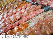 Купить «hamburguesa on counter», фото № 24764687, снято 20 октября 2016 г. (c) Яков Филимонов / Фотобанк Лори