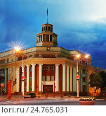 Здание городской администрации города Кемерово, ночной вид (2016 год). Стоковое фото, фотограф Валерий Тырин / Фотобанк Лори