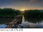 Старые мостки на озере. Стоковое фото, фотограф Igor Sirbu / Фотобанк Лори