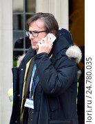 Robert Peston, Political Editor for ITV news, formerly Business Editor for the BBC, leaving the Supreme Court in London during the Government's Brexit Article 50 appeal, December 2016. Редакционное фото, фотограф Phil Robinson / age Fotostock / Фотобанк Лори
