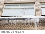 Купить «icicles on building or living house facade», фото № 24785575, снято 11 ноября 2016 г. (c) Syda Productions / Фотобанк Лори