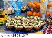 Купить «Тарталетки с салатом из кальмаров на праздничном столе», эксклюзивное фото № 24791647, снято 24 декабря 2016 г. (c) Игорь Низов / Фотобанк Лори