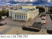 Купить «Тюменский драматический театр, вид сверху», фото № 24798707, снято 25 августа 2015 г. (c) Сергей Буторин / Фотобанк Лори