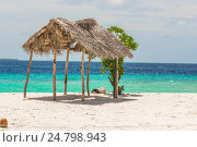Пляж на Мальдивах. Навес из тростника. Стоковое фото, фотограф Александр Бекишев / Фотобанк Лори