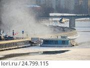 Купить «Посадка вертолета МЧС на оборудованную вертолетную площадку на Краснохолмской набережной в Москве», эксклюзивное фото № 24799115, снято 13 декабря 2016 г. (c) lana1501 / Фотобанк Лори