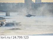 Купить «Посадка вертолета МЧС на оборудованную вертолетную площадку на Краснохолмской набережной. Таганский район. Москва», эксклюзивное фото № 24799123, снято 13 декабря 2016 г. (c) lana1501 / Фотобанк Лори
