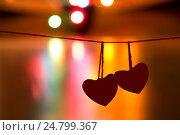 Купить «Два сердца на одной нити - символ дня Всех Влюбленных», фото № 24799367, снято 30 декабря 2016 г. (c) Лариса Капусткина / Фотобанк Лори