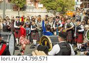 Купить «Dance on the pipes show», фото № 24799571, снято 4 сентября 2016 г. (c) Павел Кулинич / Фотобанк Лори