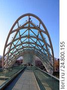 Купить «Современная архитектура Тбилиси, Грузия. Мост Мира», фото № 24800155, снято 23 декабря 2016 г. (c) Светлана Колобова / Фотобанк Лори
