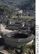 """Круглые дома """"тулоу"""" в деревне Хэкэн, провинция Фуцзянь, Китай (2015 год). Стоковое фото, фотограф Vladislav Osipov / Фотобанк Лори"""