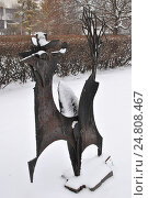 """Купить «Скульптура """"Сказочный зверь"""" (скульптор А. С. Григорьев, 1995 год, металл) в парке искусств """"Музеон"""" в Москве», эксклюзивное фото № 24808467, снято 3 декабря 2016 г. (c) lana1501 / Фотобанк Лори"""