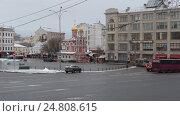 Купить «Москва, панорама Славянской площади зимним днём, слева на право», эксклюзивный видеоролик № 24808615, снято 3 января 2017 г. (c) Дмитрий Неумоин / Фотобанк Лори