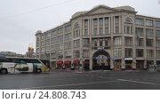 Купить «Москва, панорама Славянской площади зимой, слева на право», эксклюзивный видеоролик № 24808743, снято 3 января 2017 г. (c) Дмитрий Неумоин / Фотобанк Лори