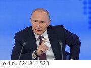 Президент Российской Федерации Владимир Владимирович Путин на ежегодной пресс-конференции в Москве (2016 год). Редакционное фото, фотограф Игорь Долгов / Фотобанк Лори