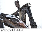 """Купить «Скульптура """"Сизиф"""" (скульптор А. С. Григорьев, 1995 год, металл) в парке искусств """"Музеон"""" в Москве», эксклюзивное фото № 24813383, снято 3 декабря 2016 г. (c) lana1501 / Фотобанк Лори"""