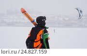 Купить «Kite surfer ready for sliding. Snowkiting in the snow on frozen river», фото № 24827159, снято 17 декабря 2018 г. (c) Константин Шишкин / Фотобанк Лори