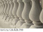 Купить «Балюстрада покрытая инеем в морозную погоду», фото № 24828799, снято 7 января 2017 г. (c) Николай Винокуров / Фотобанк Лори