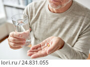 close up of old man hands with pills and water. Стоковое фото, фотограф Syda Productions / Фотобанк Лори