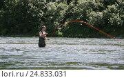 Купить «Рыбак стоит в реке и рыбачит нахлыстом на Камчатке», видеоролик № 24833031, снято 14 июля 2016 г. (c) А. А. Пирагис / Фотобанк Лори