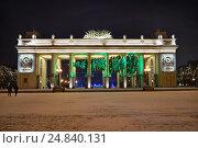 Москва. Парк Горького, главный вход, горизонтальная ёлка, эксклюзивное фото № 24840131, снято 6 января 2017 г. (c) Dmitry29 / Фотобанк Лори