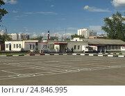 Купить «Плац в военной части», фото № 24846995, снято 9 июля 2016 г. (c) Самойлова Екатерина / Фотобанк Лори