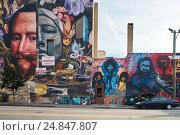 Граффити на стене дома. Jersey City. Colambus Dr. (2016 год). Редакционное фото, фотограф Краснощеков Сергей / Фотобанк Лори