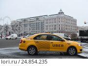 Купить «Желтое такси Uber», фото № 24854235, снято 12 января 2017 г. (c) Антон Белицкий / Фотобанк Лори