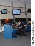 Купить «Диспетчер старта. Шереметьево», фото № 24859315, снято 5 февраля 2013 г. (c) Air Nemo / Фотобанк Лори