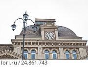 Купить «Фрагмент здания Павелецкого вокзала с часами», эксклюзивное фото № 24861743, снято 18 апреля 2012 г. (c) Алёшина Оксана / Фотобанк Лори