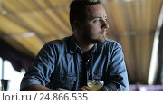 The young man alone drinking a cocktail at the bar. Стоковое видео, видеограф Загородний Кирилл / Фотобанк Лори