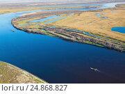 Купить «Водный транспорт на реке Обь, вид сверху», фото № 24868827, снято 11 октября 2015 г. (c) Владимир Мельников / Фотобанк Лори