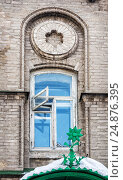 Купить «Floret on the visor above the entrance by the window in the Kazan Medical University», фото № 24876395, снято 8 марта 2012 г. (c) Baturina Yuliya / Фотобанк Лори