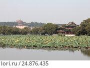 Летний дворцовый парк Йихэюань (Yiheyuan) в Пекине (2015 год). Стоковое фото, фотограф Vladislav Osipov / Фотобанк Лори