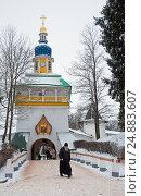 Купить «Walk on Pskovo- Pechersky Monastery in winter, Peter Tower», фото № 24883607, снято 4 января 2017 г. (c) Анна Костенко / Фотобанк Лори