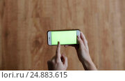 Купить «hands with chroma key green screen on smartphone», видеоролик № 24883615, снято 9 января 2017 г. (c) Syda Productions / Фотобанк Лори