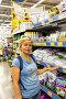 Женщина выбирает удобрения в супермаркете, фото № 24884123, снято 11 июня 2016 г. (c) Евгений Ткачёв / Фотобанк Лори