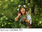 Девушка в венке зарослях папоротника. Стоковое фото, фотограф Марина Володько / Фотобанк Лори