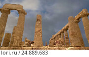 Купить «Ancient Greek Temple of Juno (V-VI century BC), Valley of the Temples, Agrigento, Sicily. The area was included in the UNESCO Heritage Site list in 1997», видеоролик № 24889683, снято 17 января 2017 г. (c) Владимир Журавлев / Фотобанк Лори
