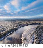 Лесная река поздней осенью, вид сверху, фото № 24890183, снято 19 октября 2010 г. (c) Владимир Мельников / Фотобанк Лори