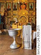 Купить «Orthodox baptism bowl of holy water and candles», фото № 24909211, снято 26 июня 2019 г. (c) Mikhail Starodubov / Фотобанк Лори
