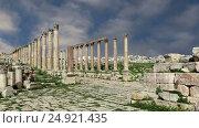 Купить «Roman ruins in the Jordanian city of Jerash (Gerasa of Antiquity), capital and largest city of Jerash Governorate, Jordan», видеоролик № 24921435, снято 21 января 2017 г. (c) Владимир Журавлев / Фотобанк Лори